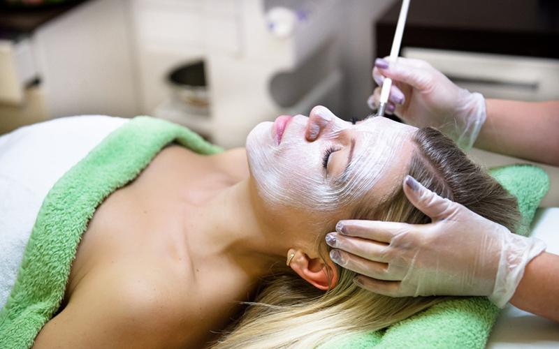 Hautverjüngung und Faltenglättung