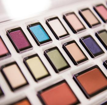 Farbauswahl für jeder Feier, Kosmetikstudio-Seelze